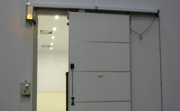 Porta cella frigorifera scorrevole motorizzata